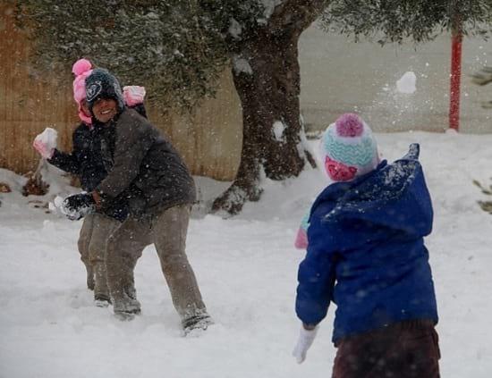 Snowfall in war-torn Aleppo