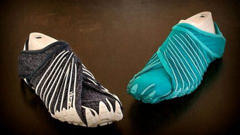 کفش های خلاقانه و بدون بندی که به دور پای شما می پیچند و آن را کاملا می پوشانند!