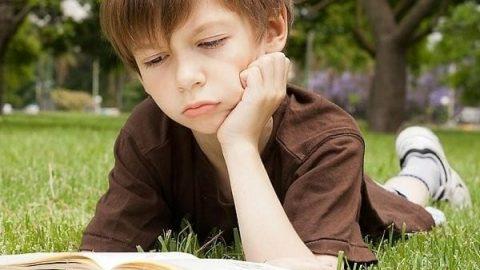 والدین برای پسربچهها کم تر کتاب میخرند!