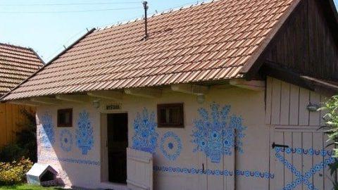 یک روستای گل گلی در لهستان