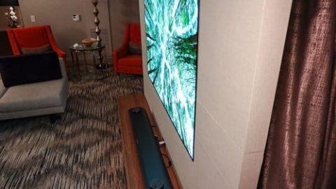 تلویزیونی با ضخامت کاغذ دیواری