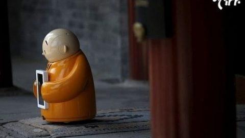 ربات راهب در معبد بودایی چین!