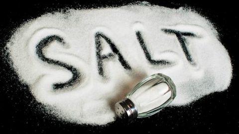 رژیم غذایی کم نمک همیشه سالم نیست!