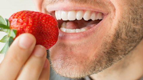 مواد غذایی که دندانها را سفید میکند