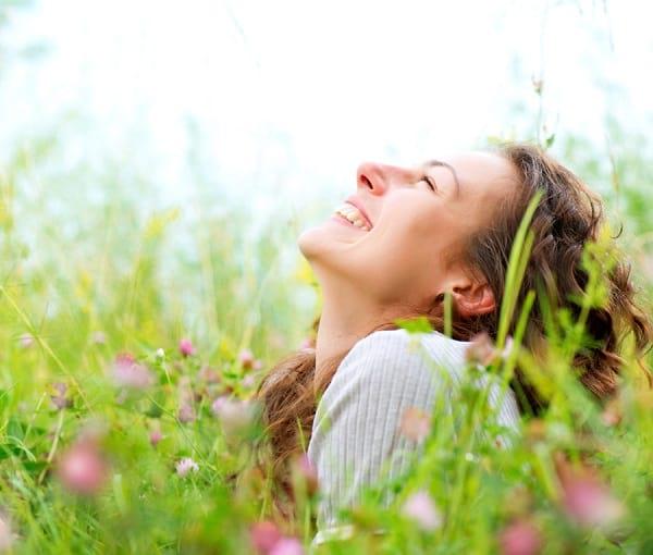 با ۱۱ عادت معمول افراد حقیقتا شاد آشنا شوید!