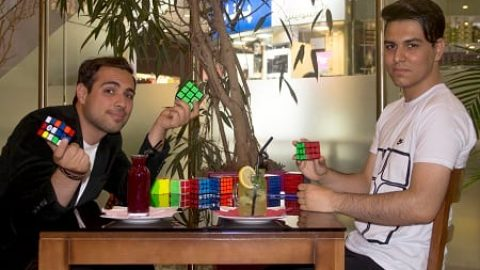 مصاحبه اختصاصی با آقای محمدرضا کریمی؛ قهرمان مکعب روبیک با یک دست (۱)