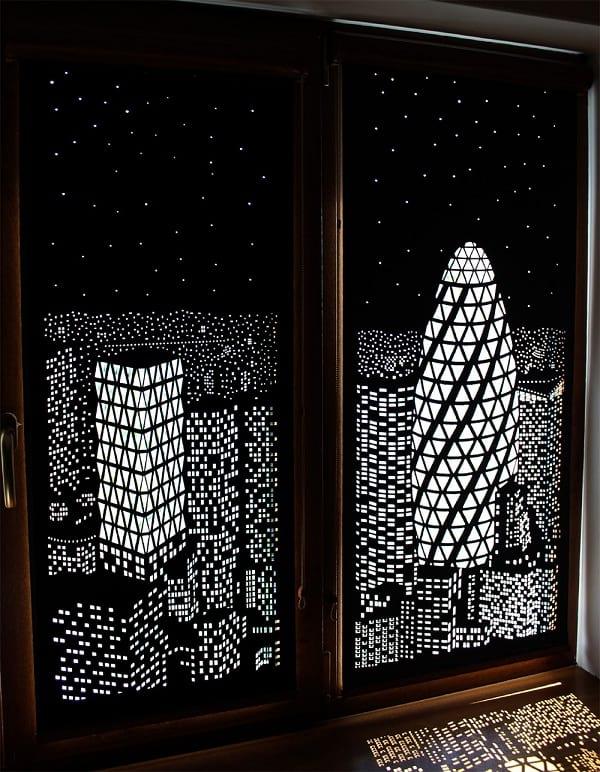 پرده هایی به رنگ شب بر روی پنجره ها!