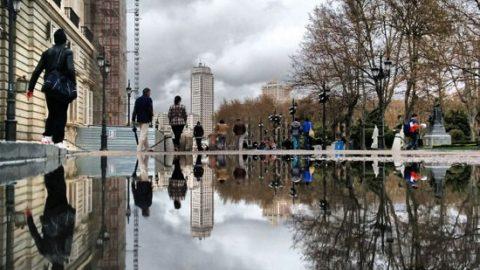 ثبت خلاقانه جهان موازی در گودالهای آب باران (۱)