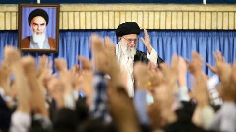 رهبر انقلاب اسلامی: این ترقهبازیها تأثیری در اراده ملت ایران ندارد