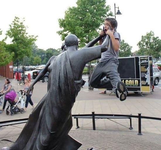 شوخی با مجسمه ها (4)