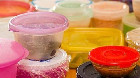 مواد غذایی که نباید در ظروف پلاستیکی نگهداری شوند