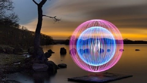 خلق نقاشیهای شگفت انگیز با نور!