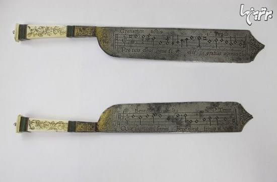چاقوهای قرن شانزدهمی با نقش نتهای موسیقی