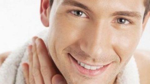 ۶ عادت غلط غذایی که به چهره شما آسیب می زند