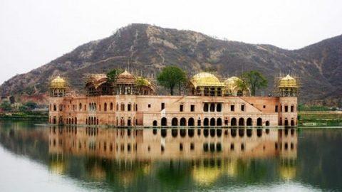 کاخی شگفت انگیز که بر روی آب ها ساخته شده است