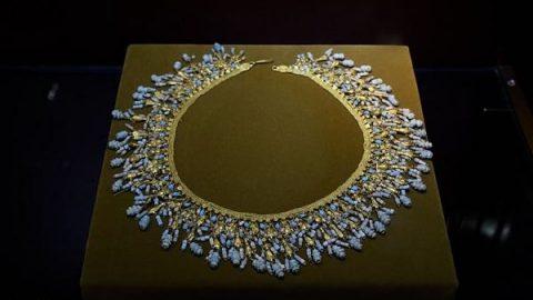 جواهرات دوره اشکانی؛ سینه ریز طلا و فیروزه