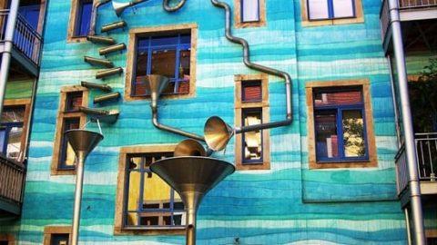 ساختمانی که در باران موسیقی مینوازد!