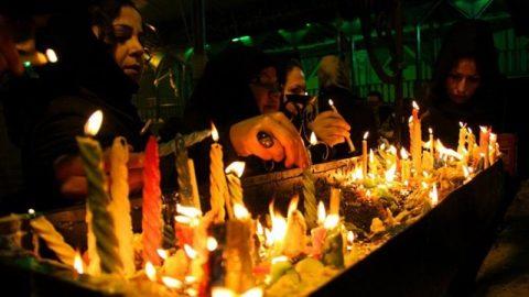 آیین سنتی شمع گردانی عصر عاشورا در اردبیل