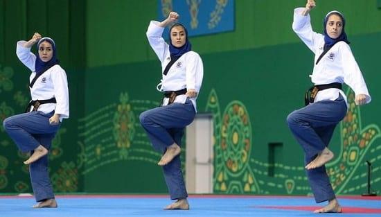 نشان برنز بر گردن بانوان پومسه ایران