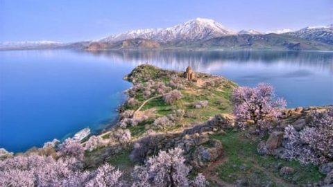 کشف قلعه ای  ۳۰۰۰ ساله در عمق دریاچه وان ترکیه