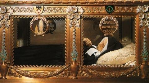 قدیسه زیبای فرانسوی که پس از ۱۳۶ سال از مرگش همچنان سالم است