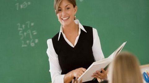 حدود ۳ سال است که به شدت به معلمم علاقمند هستم