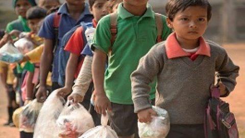 جمع آوری زباله پلاستیکی به جای شهریه مدرسه