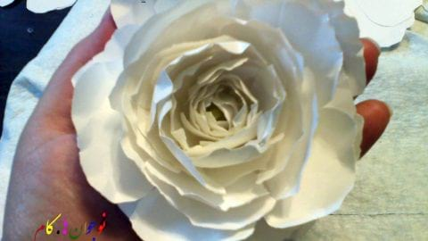شیوه ی ساخت گل های رز مقوایی