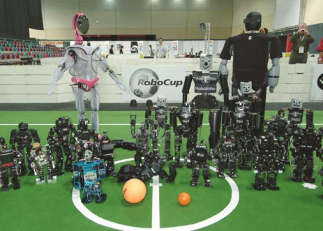 تاريخچه ربوكاپ ، مسابقات ميان روباتها