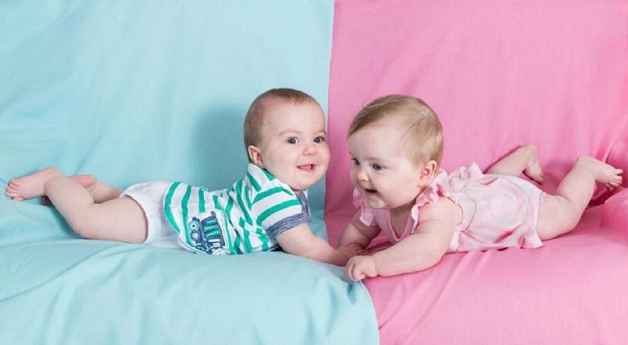تصویری از کودکان دوقلو