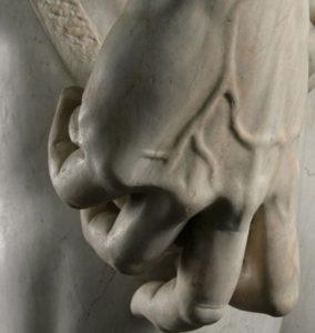 دست مجسمه حضرت داوود
