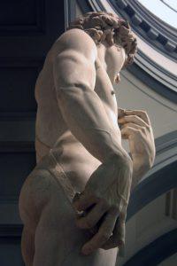 مجسمه داوود از نمای سمت چپ