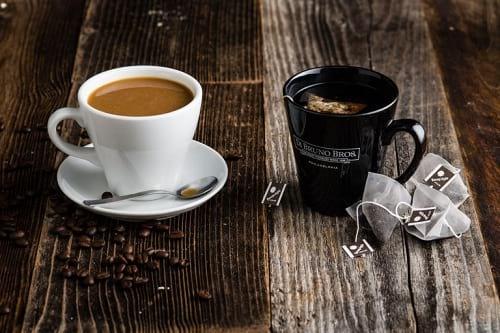 قهوه، نوشیدنیای که اجازه نمیدهد دندان های سفید و مرواریدی داشته باشید