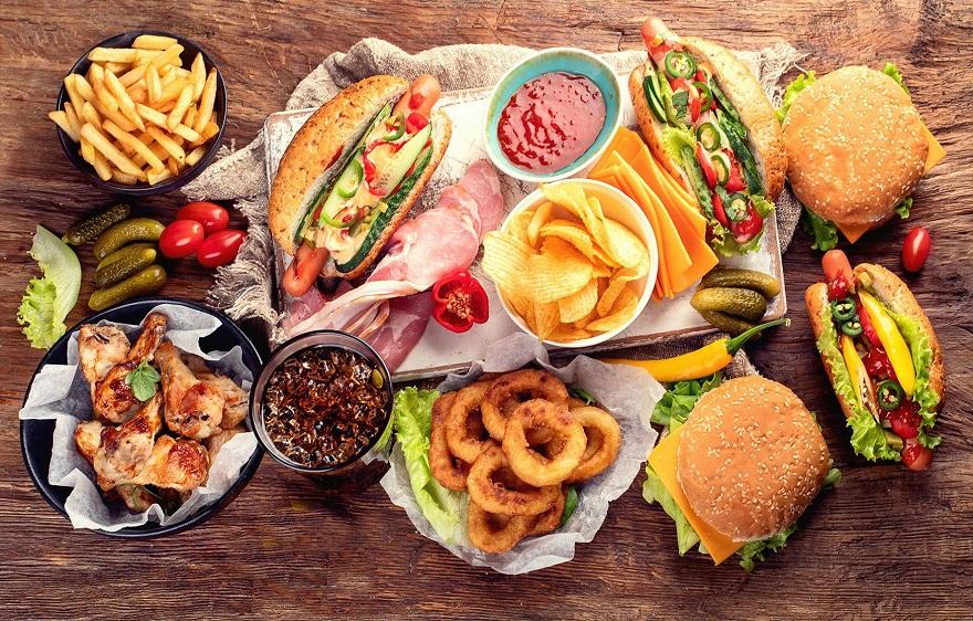 مصرف فستفود از مشکلات تغذیه دختران نوجوان