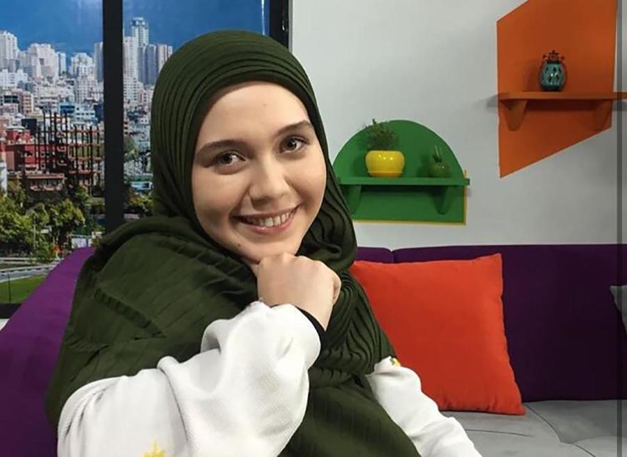 مجری جوان فاطمه محمدی فر